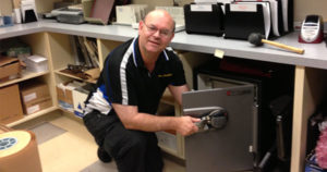 Terry Whin-Yates Opens locked safe